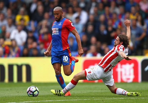 LONDON, ENGLAND - SEPTEMBER 18: Andros Townsend of Crystal Palace (L) takes it past Joe Allen of Stoke City (R) as he attempts to slide him during the Premier League match between Crystal Palace and Stoke City at Selhurst Park on September 18, 2016 in London, England. (Photo by Ian Walton/Getty Images)