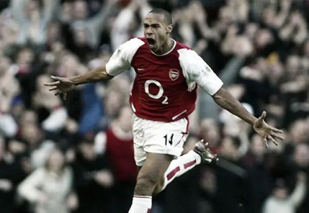 La légende Henry, célébrant son bijou de 2002 face aux Spurs