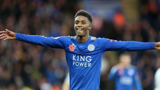 Demarai Gray célébrant un but.