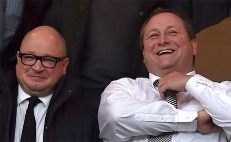 Lee Charnley, récemment nommé directeur exécutif et un Mike Ashley ricanant devant la situation périlleuse de son club. (Photo : Getty)