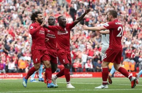Salah, Mané et Keita célèbrent l'ouverture du score de l'Égyptien.