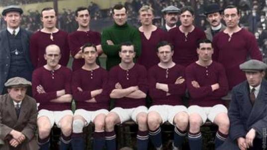 La fameuse photo du kit bordeaux de Woolwich Arsenal en 1913 (Crédits: Woolwich Arsenal)