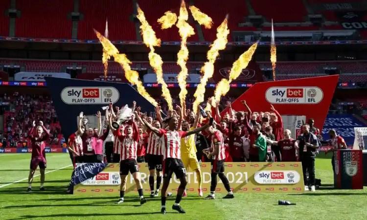 Brentford fête son retour parmi l'élite Anglaise. ©theguardian.com