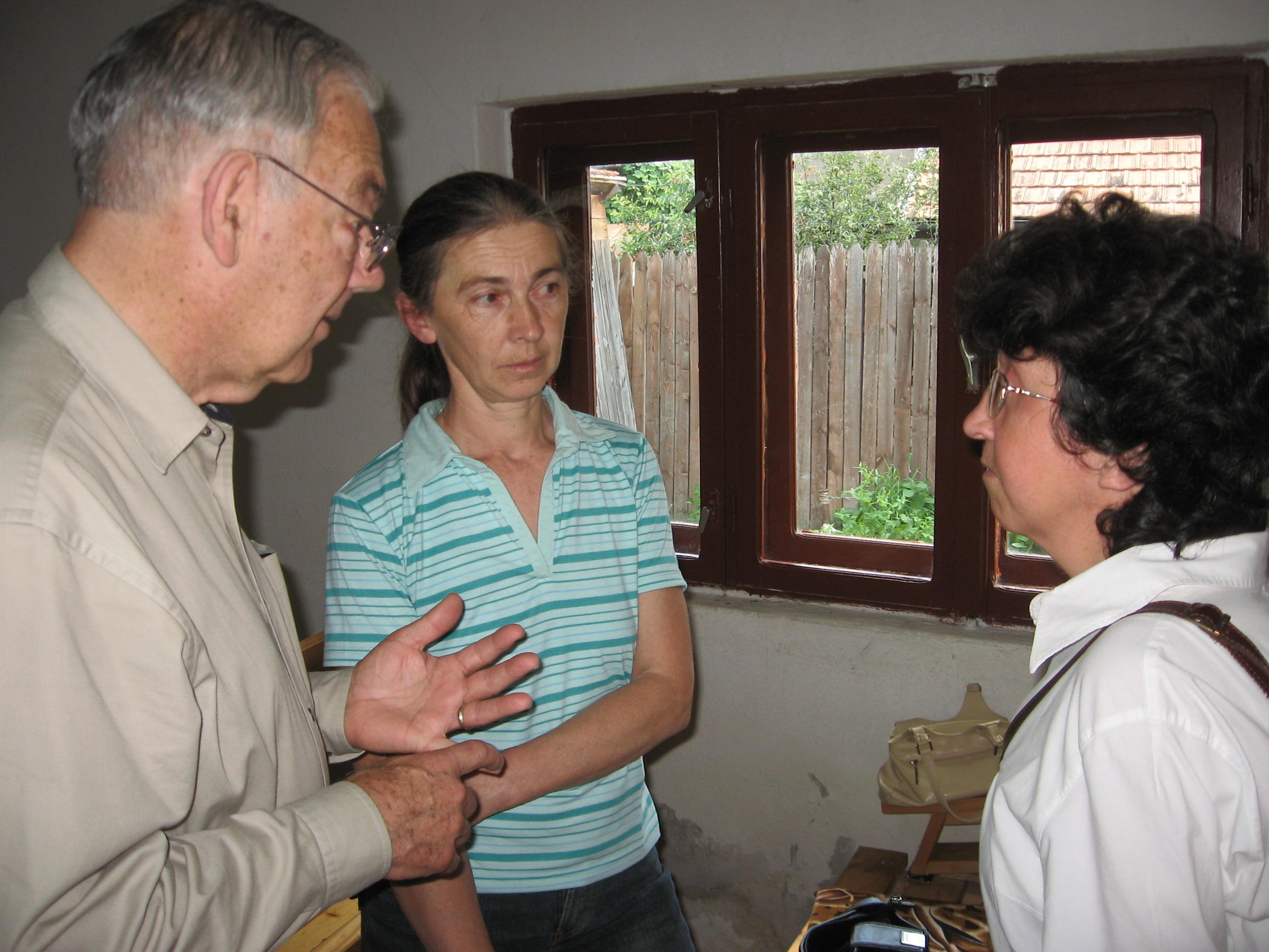 Dan, Maria, Kinga discuss LST