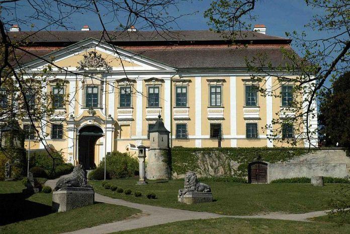 800px-Schloss_Gobelsburg_Austria
