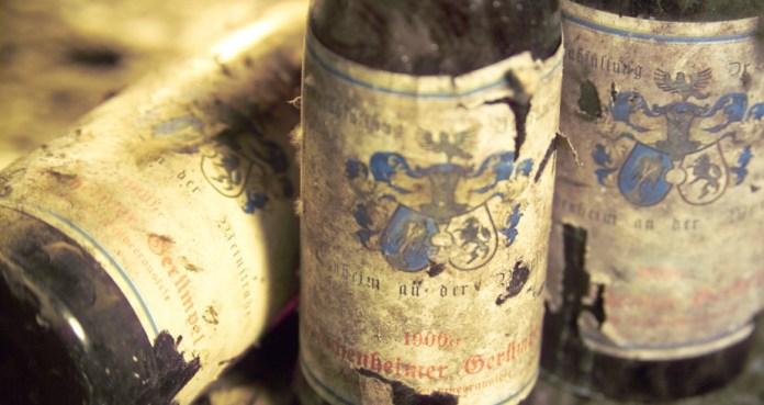Raritaeten_old_bottles-64015362