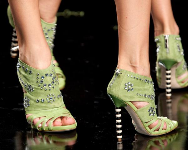 John-Richmond3-Los-Mejores-Bolsos-y-Zapatos-Primavera-Verano2014-Milan-Fashion-Week-godustyle