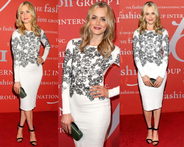 "TAYLOR SCHILLING con vestido en ""black & white"" - 30TH NIGHT OF STARS GALA"