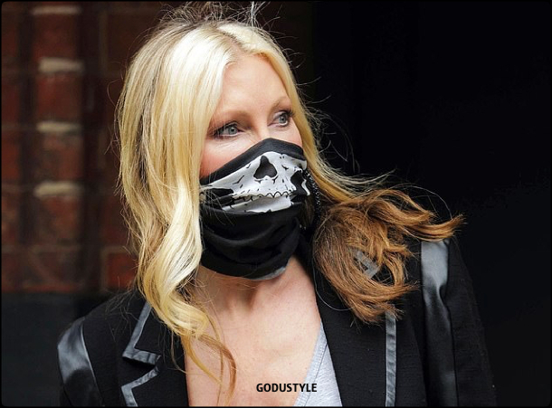 fashion-face-masks-coronavirus-look26-street-style-details-shopping-accessories-2020-moda-godustyle