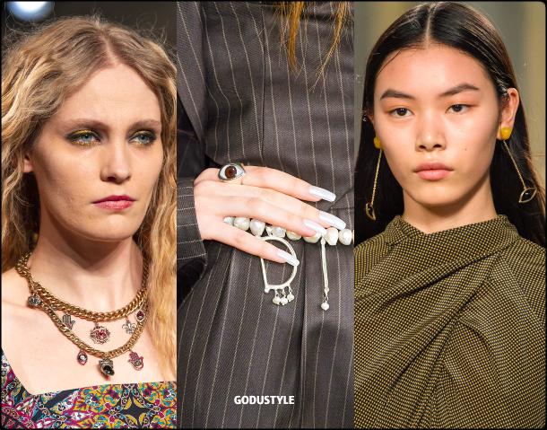 talisman-jewelry-fall-2020-winter-2021-fashion-trend-look-style-details-joyas-tendencia-moda-godustyle