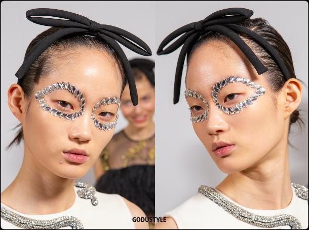 face-jewelry-makeup-trends-giambattista-valli-fashion-beauty-look3-fall-winter-2020-2021-style-details-moda-maquillaje-godustyle