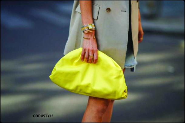 illuminating-fashion-color-2021-pantone-trend-bags-street-style-look-details-moda-tendencia-color-amarillo-godustyle