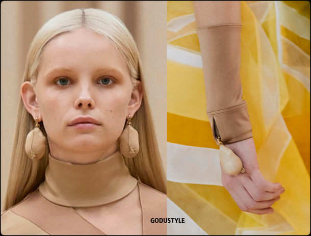 burberry-fall-2021-winter-2022-fashion-look-style-details-jewelry-review-moda-invierno-godustyle