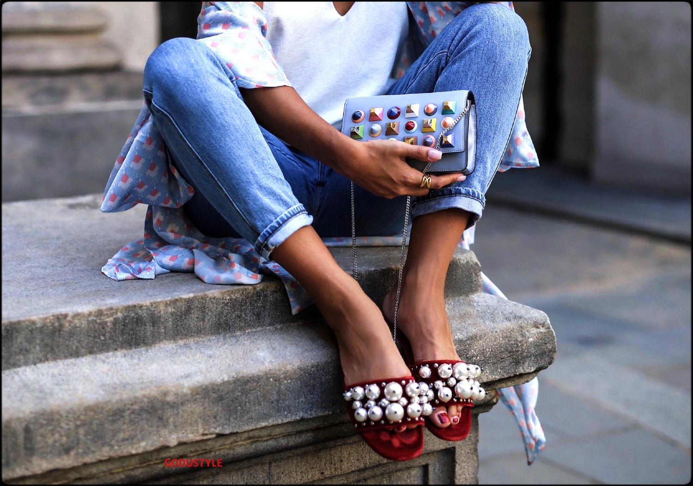 fashion-pool-slides-sandal-shoes-spring-summer-2021-trend-look-street-style4-moda-sandalias-godustyle
