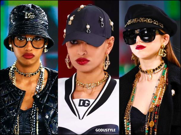 logo-jewelry-accessories-dolce-gabbana-fall-2021-winter-2022-trend-look-style-details-moda-tendencia-joyas-invierno-godustyle
