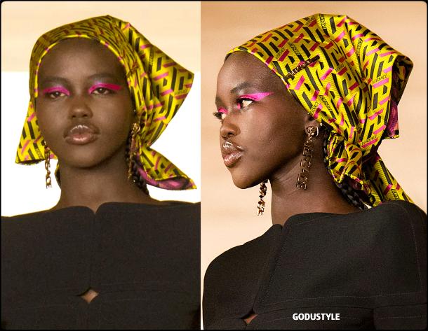 logo-versace-accessories-fall-2021-winter-2022-trend-look-style-details-moda-accesorios-tendencia-invierno-godustyle