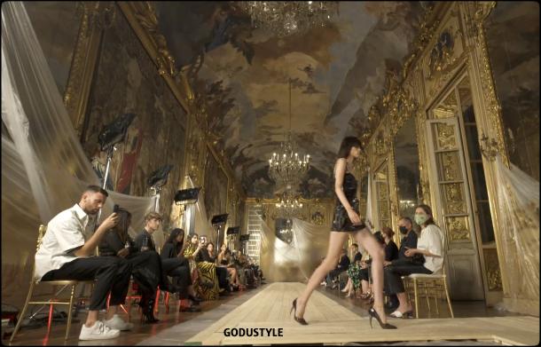 roberto-cavalli-spring-summer-2022-collection-fashion-look-style4-details-moda-primavera-verano-godustyle