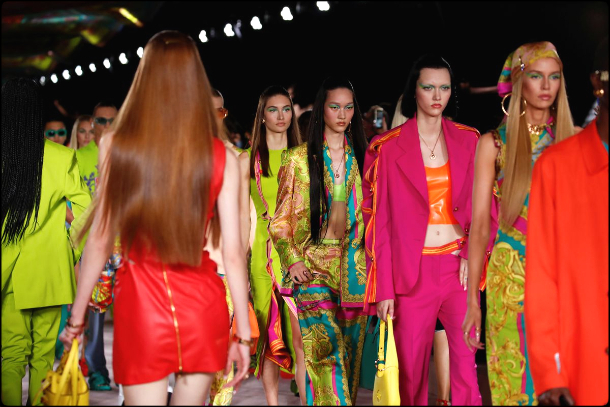 versace-spring-summer-2022-collection-fashion-look-style5-details-moda-primavera-verano-godustyle