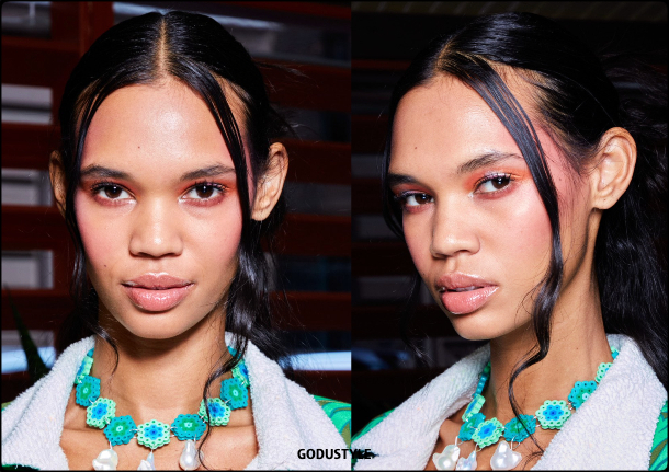 anna-sui-fashion-beauty-spring-summer-2022-trends-look-style-details-belleza-tendencias-verano-godustyle