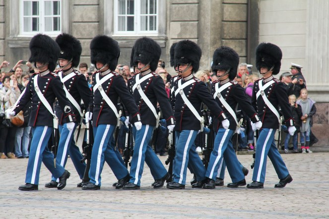 marching-243187_1280