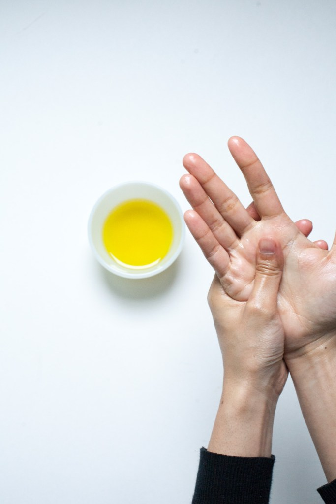 How to Use Olive Oil as a Moisturizer in Winter / Go Eat Your Bread with Joy