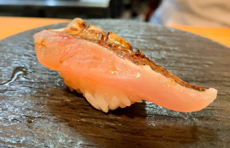 カマスの握り - まさる 大阪 鮨