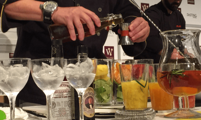 Tips To Entertain Like a Mixologist