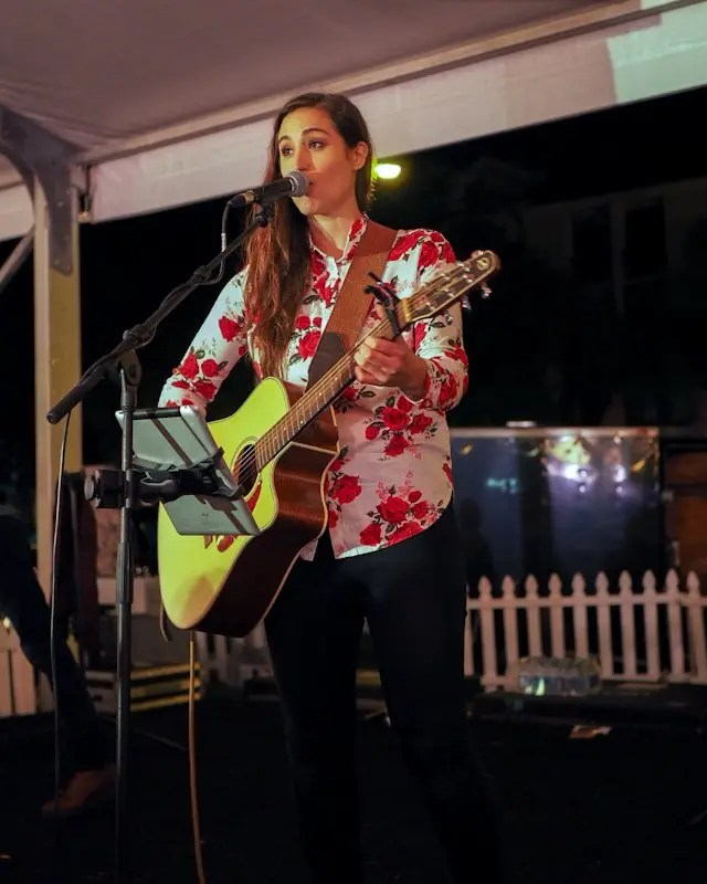 Photo recap why every Foodie Loves Cows N Cabs Event in Orlando. Including Music by Angie Kellhauer