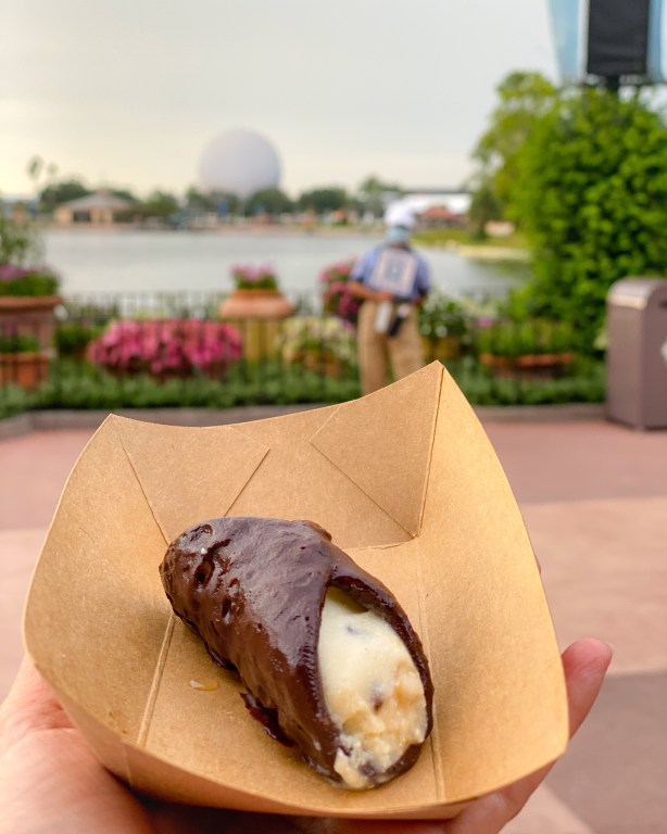Taste of Epcot Food and Wine Festival guide Italy Cannoli