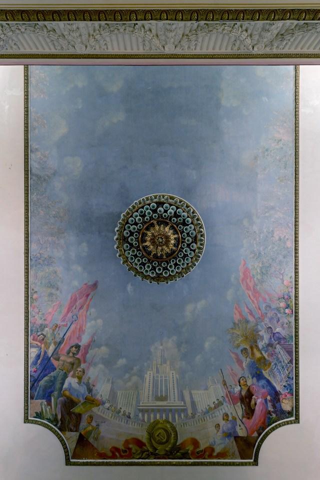 Deckenmalerei mit Darstellung der Lomonossow-Universität in Moskau