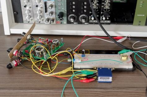 REDD-EQ-Schaltung-mit-Bypass-auf-Breadboard