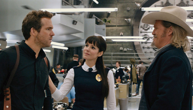 Nick (Ryan Reynolds) and Roy (Jeff Bridges) talk with Proctor (Mary-Louise Parker)