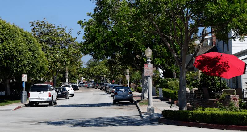 fancy neighborhood on balboa peninsula, newport beach