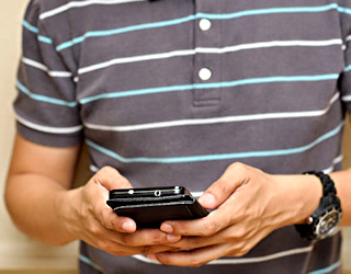 teen busted for using smartphone during school