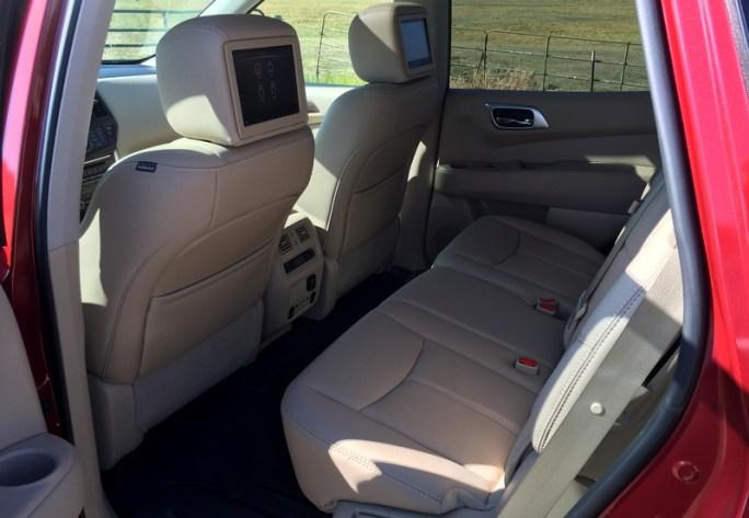 nissan pathfinder 2017 interior seating
