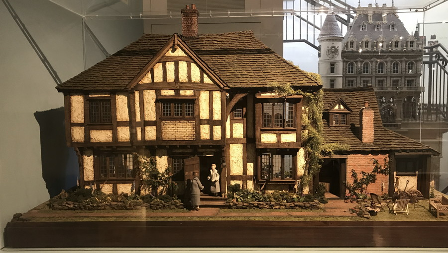 miniature english cottage doll house