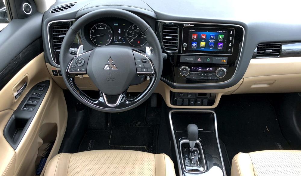 2018 mitsubishi outlander gt - interior