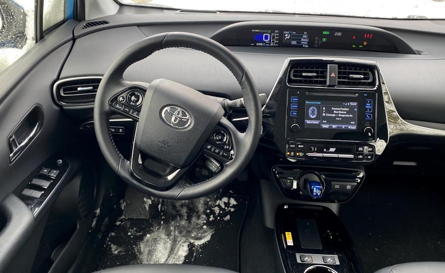2019 toyota prius xle awd-e front dash interior