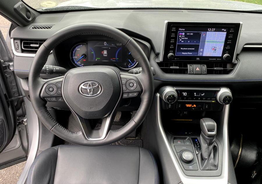 2019 toyota rav4 hybrid xse - front dashboard design