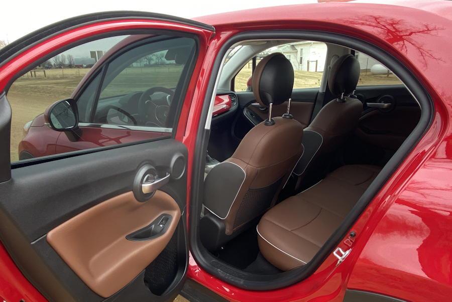 2019 fiat 500x minimal rear leg room