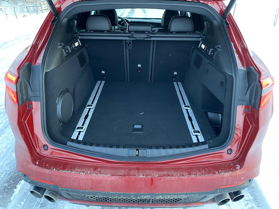 2020 alfa romeo stelvio quadrifoglio awd - rear cargo space trunk