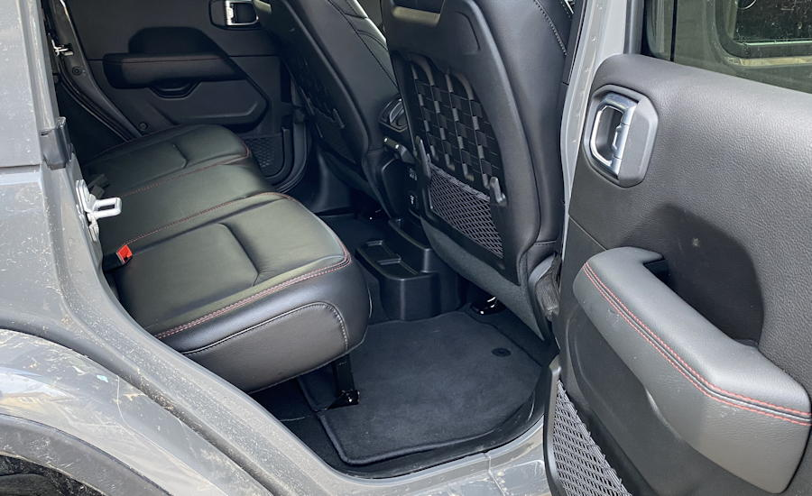 2020 jeep wrangler unlimited rubicon 4x4 rear leg room