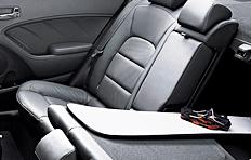 21-Kia-Cerato-Interior-60-40-split-folding-seats