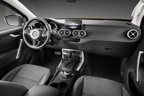 Mercedes-X-Class-77