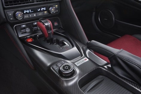 nissan-gtr-nismo-2017-launched-7