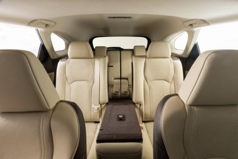 2019-Lexus-RXL-20
