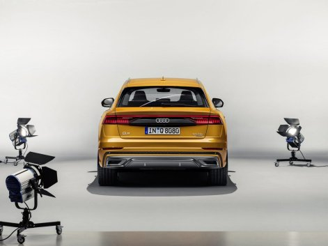 Audi-Q8-4