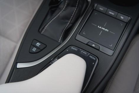 Lexus UX_INTERIOR_Cobalt 20