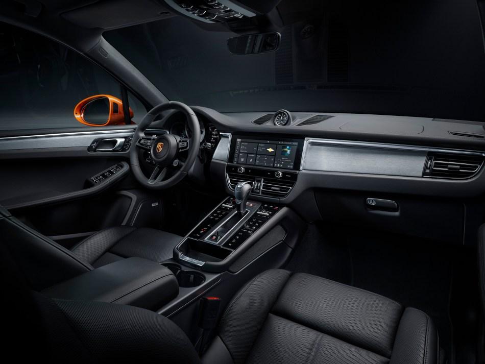 2022 Porsche Macan S Interior