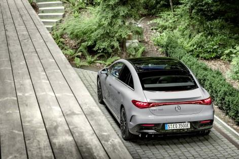 2022-Mercedes-Benz-EQE-71
